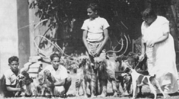 Mrs I N Sinha (Sreebas, India) with hounds and kennel boys